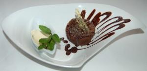 Coulant de chocolate y helado de vainilla